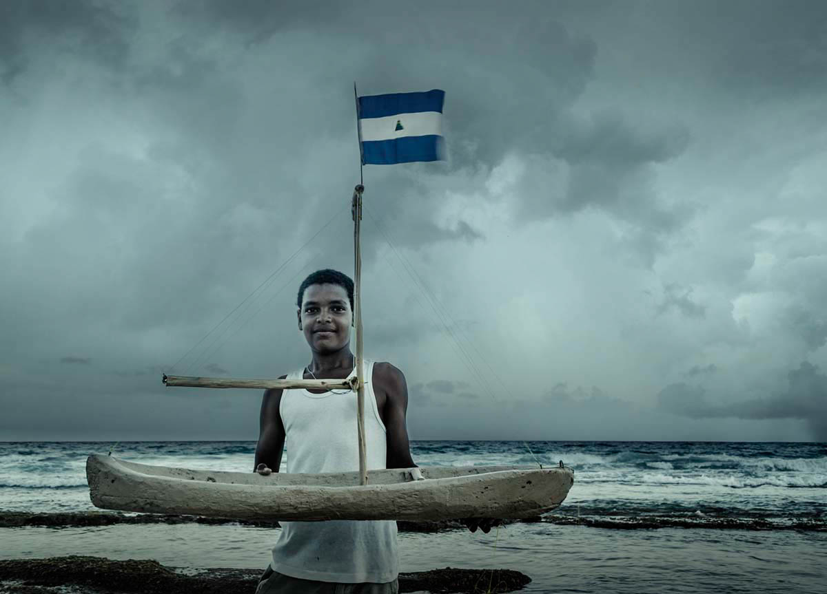 Nicaraguan boy2 with boat Wouter Boer Photography